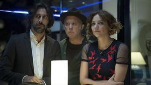 Hugo Silva, Luis Bermejo y Leonor Watling, en una escena de la serie 'Nasdrovia'.