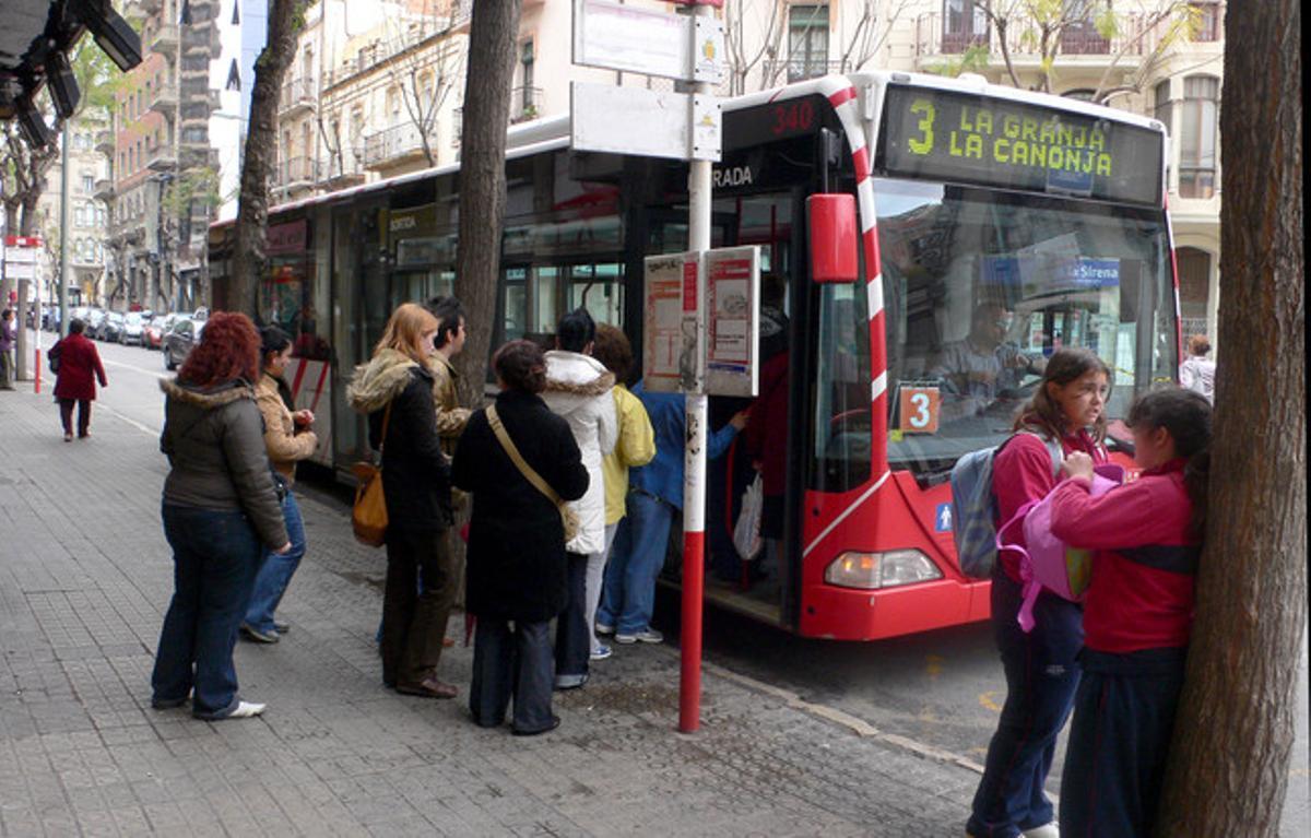 Usuarios de los autobuses urbanos de Tarragona.