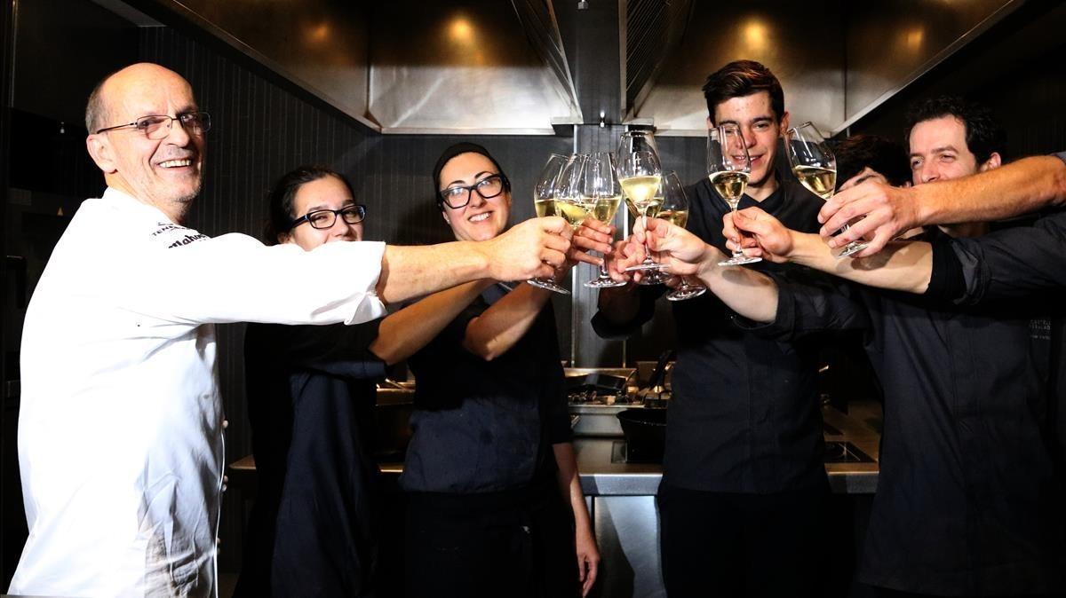 El cocineroXavier Sagristà y parte de su equipo.