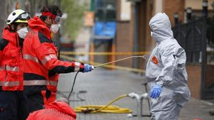 Bomberos de Barcelona participan en las tareas de desinfección de residencias