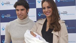 Eva González y Cayetano Rivera, con el pequeño Cayetano.