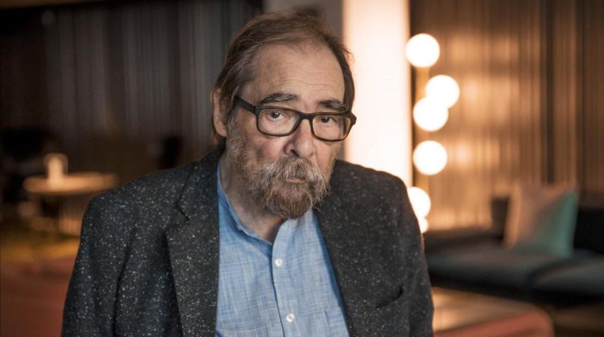 El periodista Àngel Casas, que acaba de publicar la novela 'Sidonie té més d'un amant'.