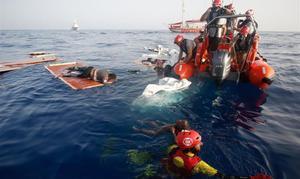 Rescate de la oenegé Proactiva Open Arms a 85 millas de la costa de Libia, en julio del 2018.