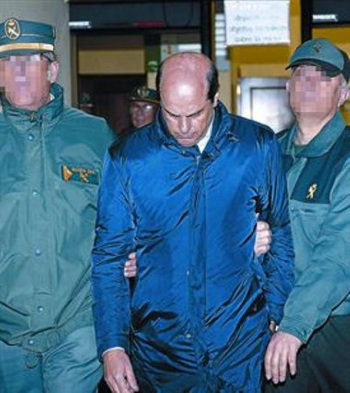 El exdirector de Vitalia Antonio Albarracín es llevado a prisión, ayer.