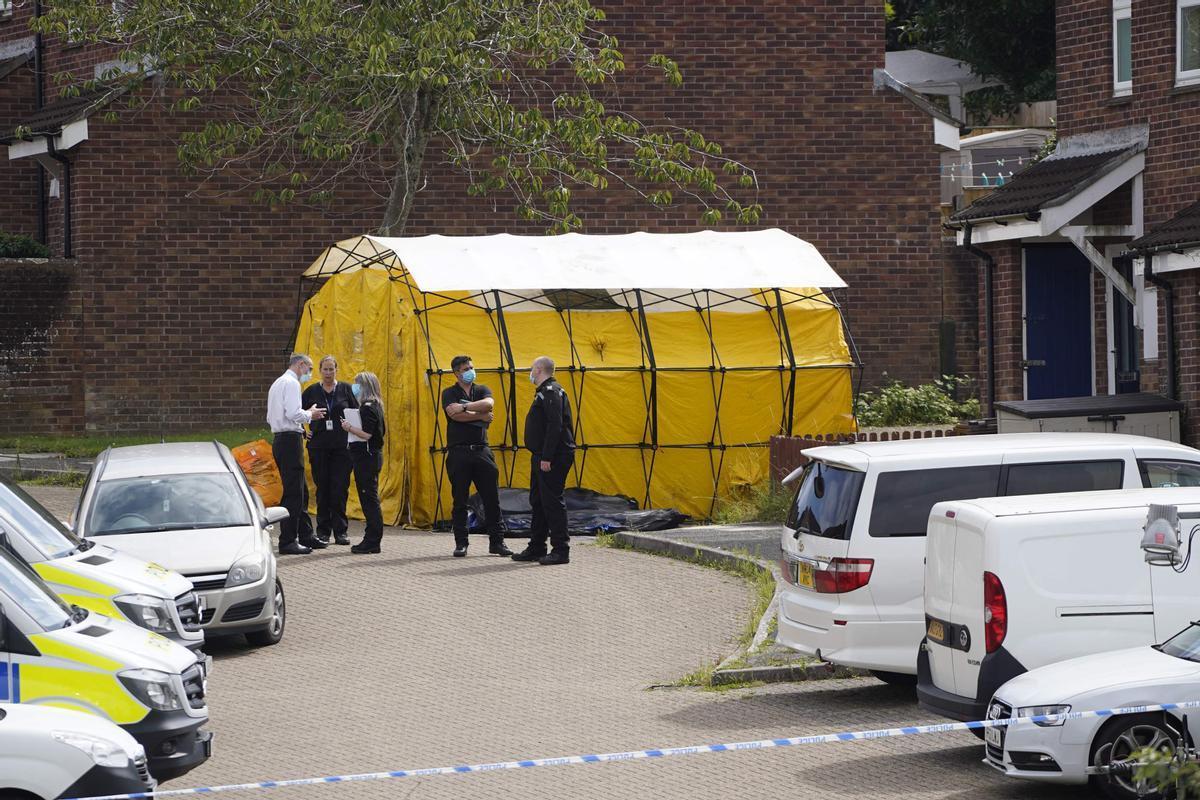 Policías en el lugar de la masacre de Plymouth (Reino Unido).