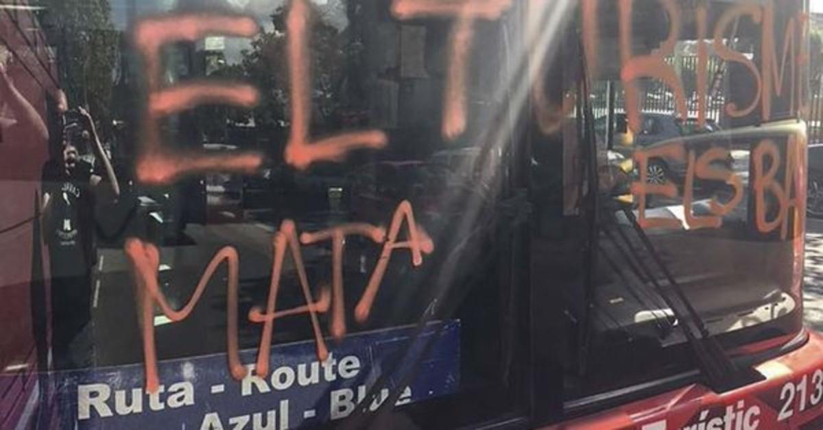 Colau denunciará el ataque de Arran al bus turístico de BCN