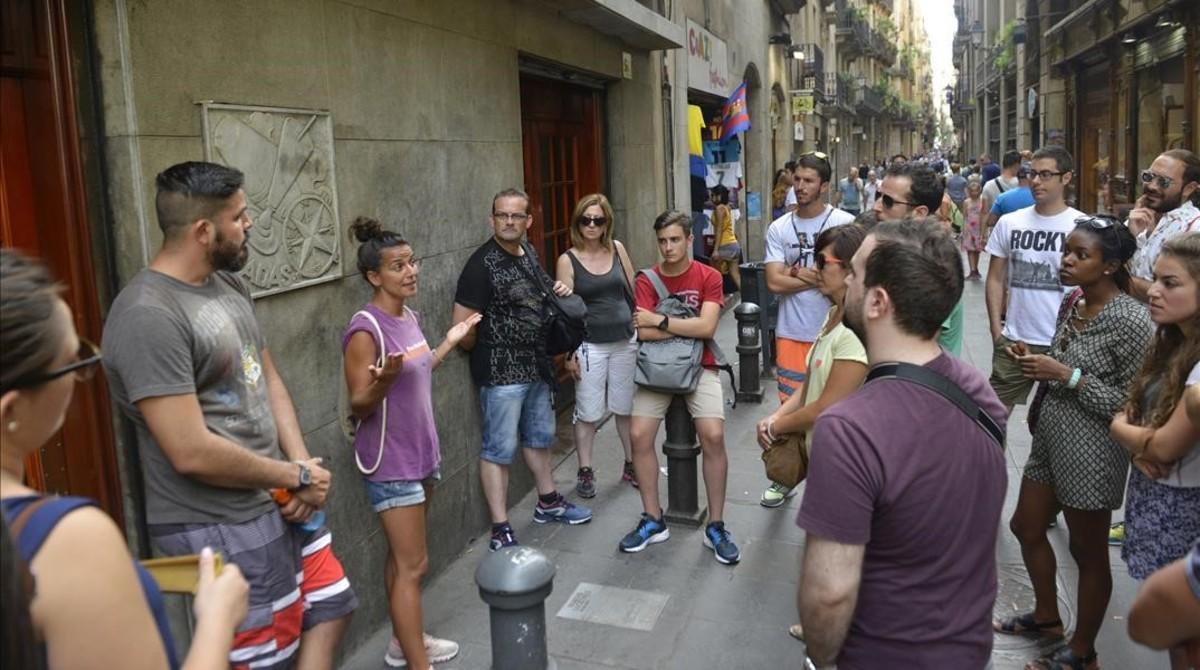Un momento del Tour Alternativo de Free Walking Tours por el Raval.