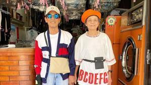 Chang Wan-jiyHsu Sho-erson los propietarios de la lavandería Wanshu, en el centro de Taiwán, y en pocas semanasse han vuelto virales con sus ocurrentes 'looks'.