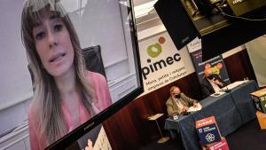 Presentación del informe de Pimec sobre la discriminación por edad, con la participación de Begoña Gómez (pantalla), Josep González (izquierda) y José María Torres (derecha).