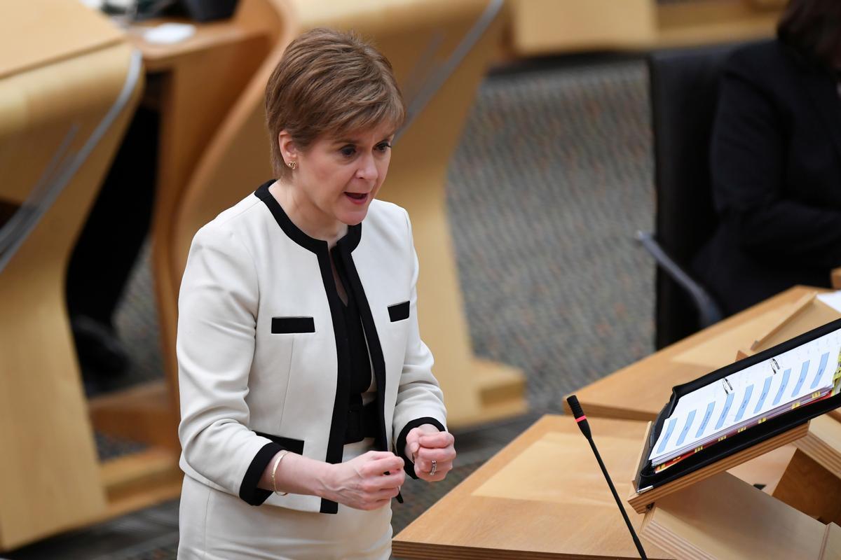 La ministra principal de Escocia, Nicola Sturgeon, en el Parlamento de Edimburgo.