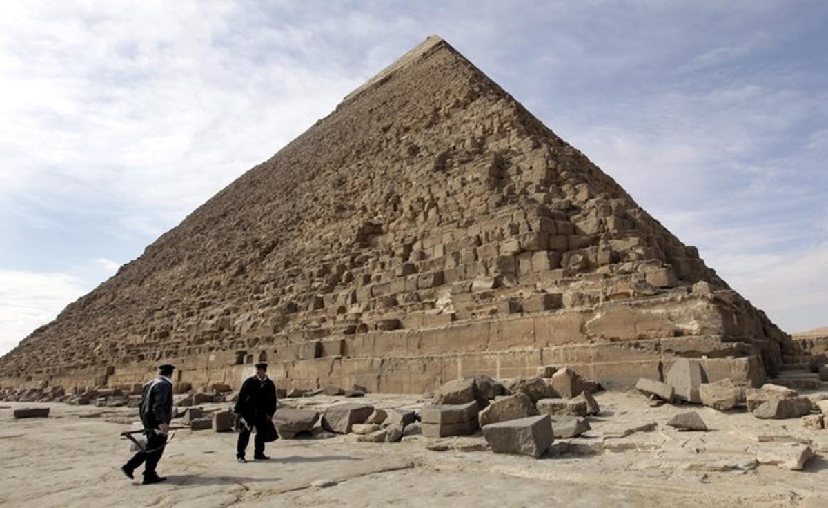 La gran pirámide de Keops, en Giza, a las afueras de El Cairo.