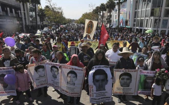 Un testigo implica a soldados mexicanos en el secuestro de 43 estudiantes