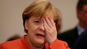 Merkel gesticula en una reunión de su grupo parlamentario, en el Bundestag, en Berlín, el 20 de noviembre.