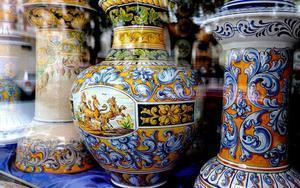 Piezas artenasanales de cerámica de Talavera.