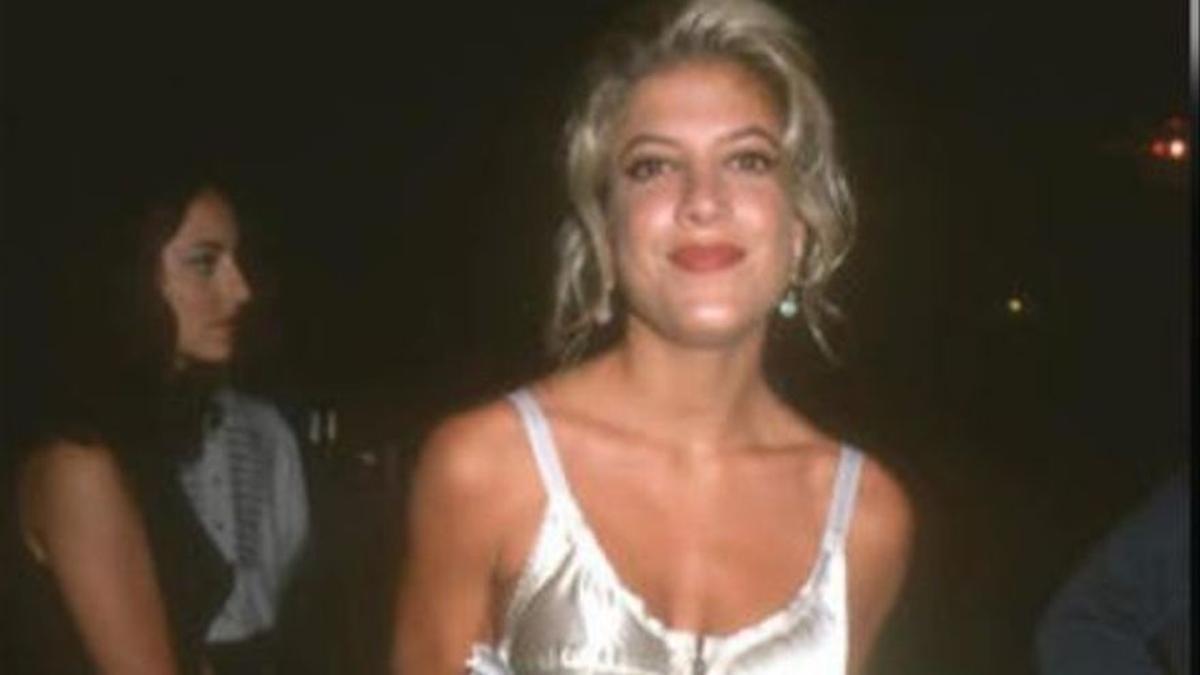 Tori Spelling, sin retoques faciales, en una imagen de los años 90, cuando participaba en 'Beverly Hills 90210. Sensación de vivir'.