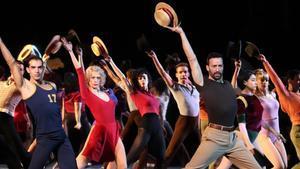 Pablo Puyol, a la derecha, junto al resto de intérpretes en un número de 'A chorus line'.