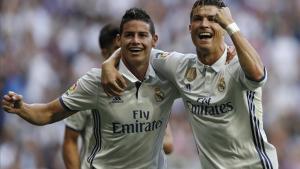 Ronaldo celebra con James el segundo tanto del Madrid, obra del jugador portugués.