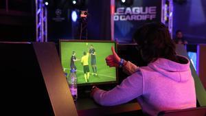 Imagen de archivo de un gamer en el transcurso de la competiciónUEFA Champions League PES 2017.