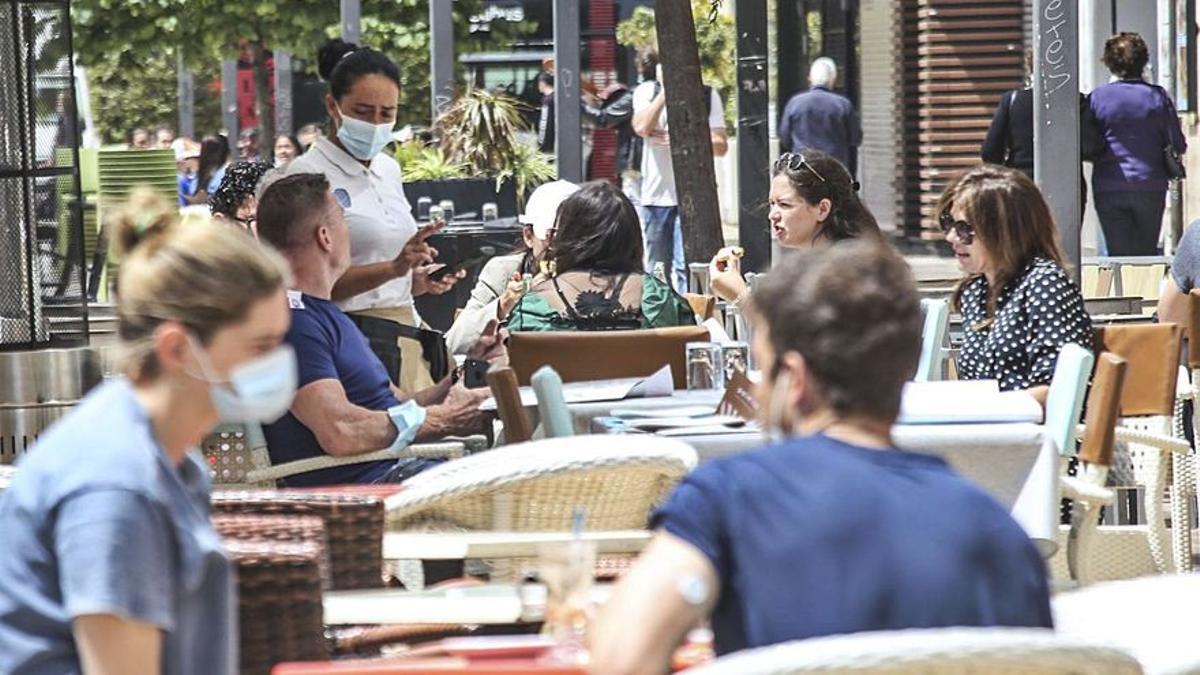 La Fiscalía avala el máximo de seis personas para las reuniones sociales