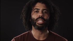 """What to My People is the Fourth of July?"", por Daveed Diggs."