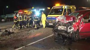 Moren tres persones en un xoc frontal entre dos turismes a Zamora.