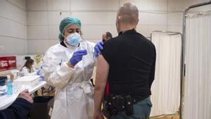 El jutge ordena a la Generalitat identificar els responsables de la vacunació a la Policia