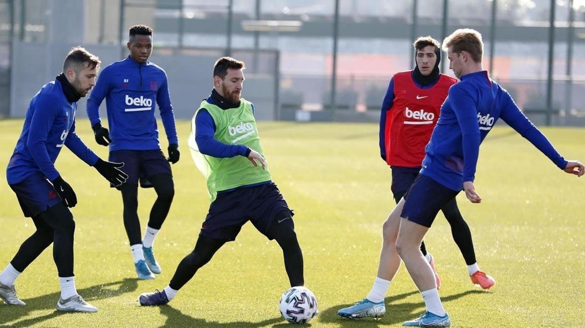 Entrenamiento del Barça antes de viajar a Arabia Saudí.