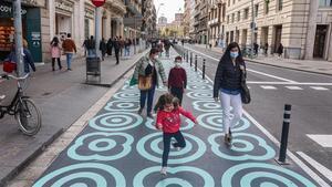 Nueva ampliación de espacio para peatones en calle Pelai.