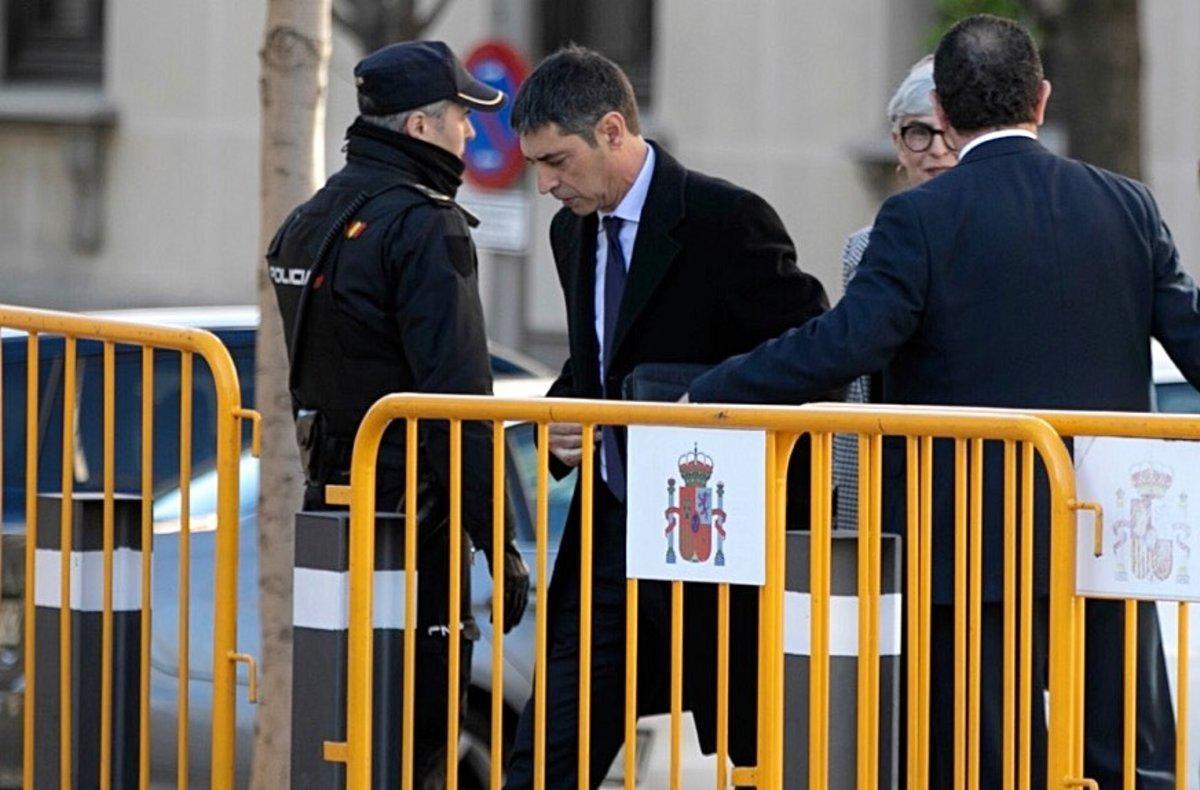 El 'major' Josep Lluís Trapero, a su llegada al Tribunal Supremo, este jueves.