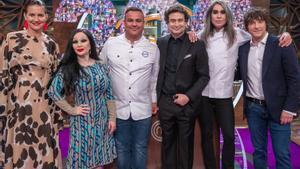 Ángel León, Alaska y Mario Vaquerizo junto al jurado de 'Masterchef'.