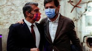 Laporta y Mateu Alemany, que sería su director general si gana las elecciones, en un acto de la campaña.