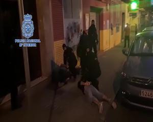Detenido en Huelva el hombre que huyó deZaragozacon su hijo de 8 años para evitarentregarloa su madre a finalizar elrégimen de visitasestablecido por un juzgado.