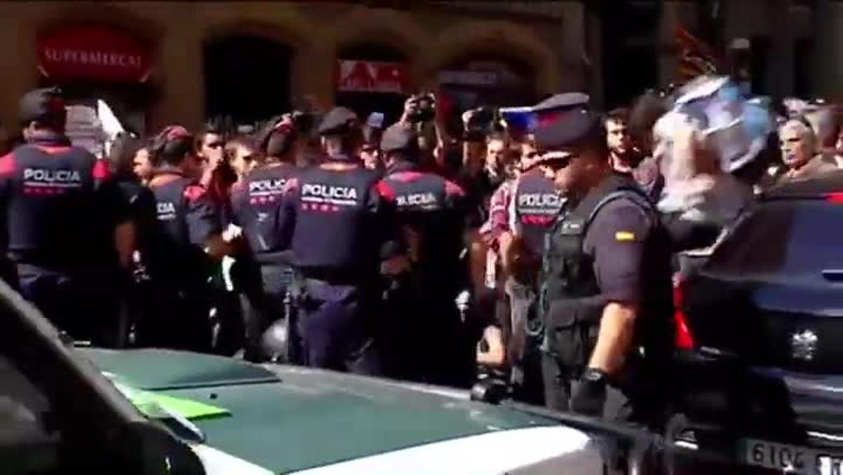 Un testimoni declara que a Exteriors els manifestants van atacar a la comissió judicial