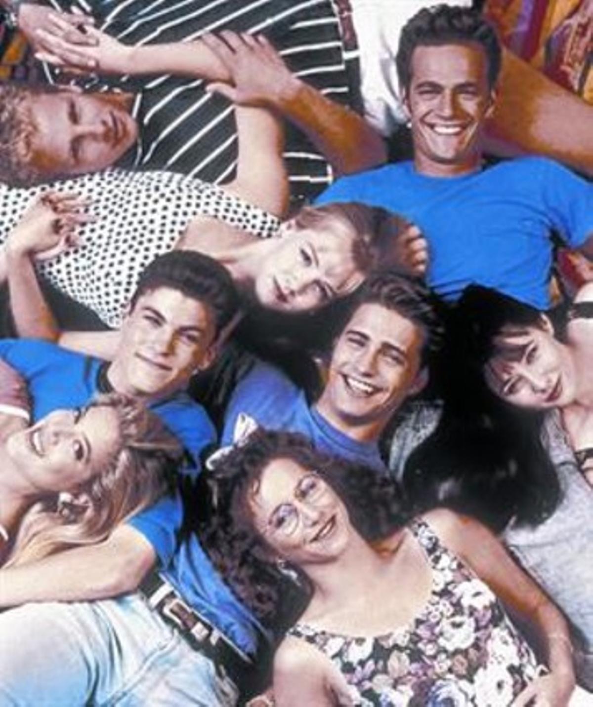 Una imagen promocional de los actores de 'Sensación de vivir': arriba, Ian Ziering, Jennie Garth y Luke Perry; en el centro, Tori Spelling, Brian Austin Green, Jason Priestley, Shannen Doherty; debajo, Gabrielle Carteris.