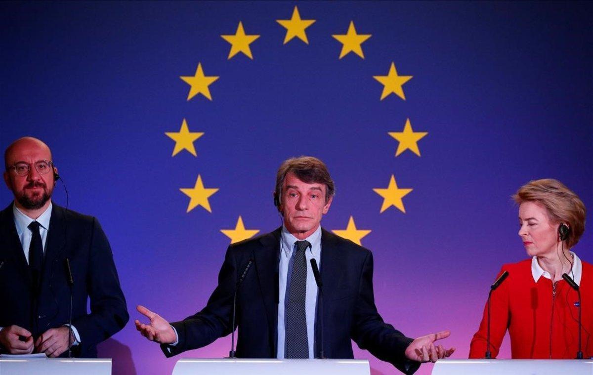 El presidente del Consejo Europeo, Charles Michel; el del Parlamento, David Sassoli; y la de la Comisión, Ursula von der Leyen, este viernes en una rueda de prensa en Bruselas.