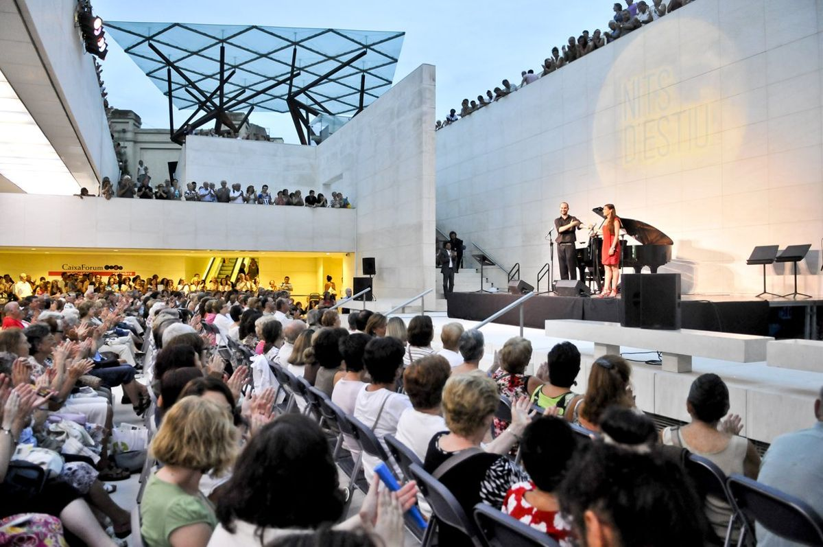 Aspecto del Patio Inglés, durante uno de los conciertos.