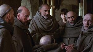Sean Connery (centro) en 'El nombre de la rosa'.