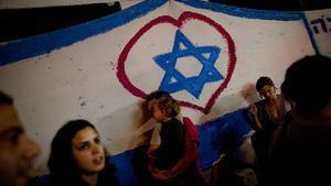 Un grupo de israelís marchan en una protesta en Tel Aviv contra el encarecimiento del coste de vida en Israel.