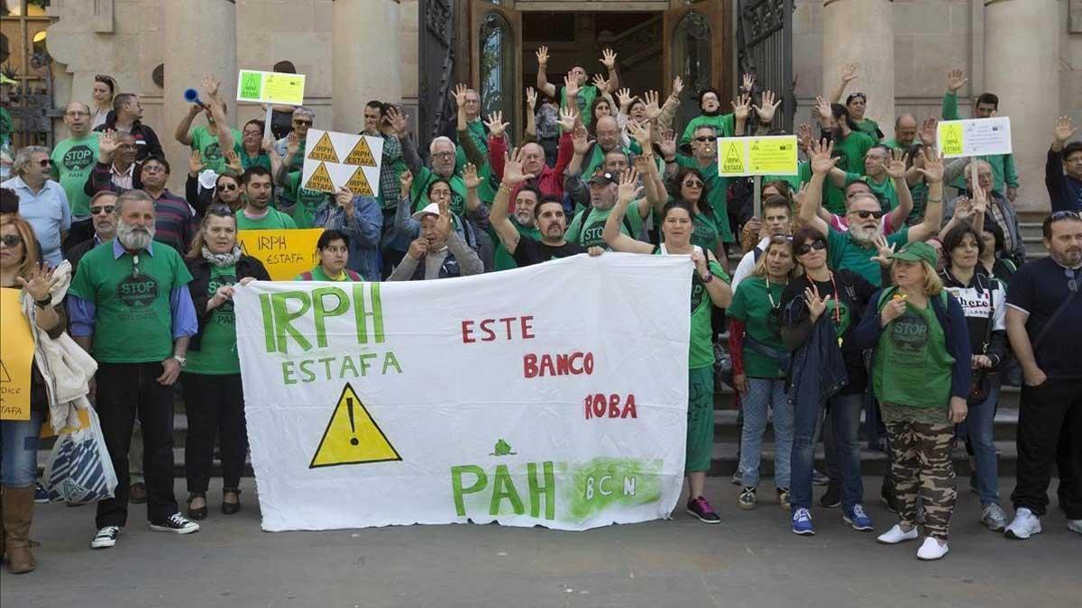 El Tribunal de Justicia de la UE declara que el IRPH debe estar controlado por los jueces. En la foto, una protesta en Barcelona por la aplicación del índice IRPH en las hipotecas.