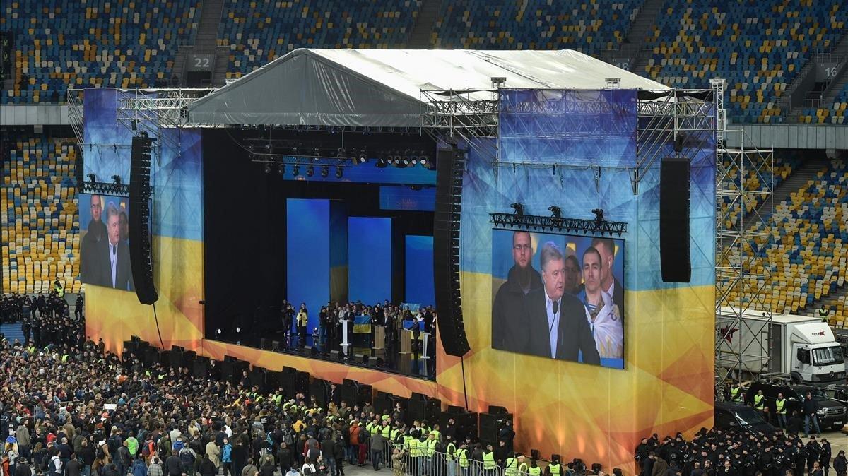 Imagen del debate electoral en el estadio olímpico de Kiev.