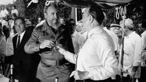 Fidel Castro y Manuel Fraga, brindando el 28 de julio de 1992 en Galicia.
