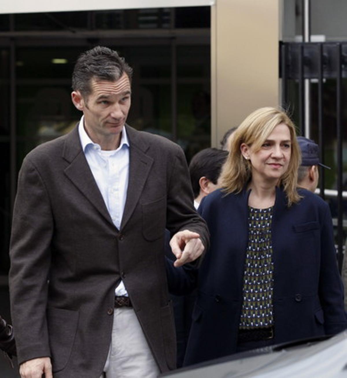 La infanta Cristina e Iñaki Urdangarin, a la salida de la Clínica Quirón San José, el pasado noviembre, tras visitar al Rey.