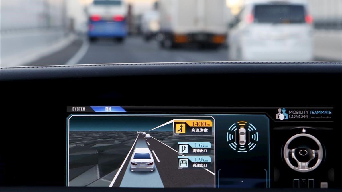 Panel de control de un vehículo Toyota automático.