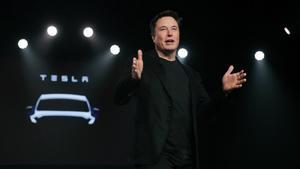 Elon Musk en una presentación de Tesla