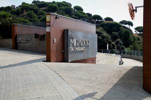 Acceso a la residencia El Mirador de Mataró.