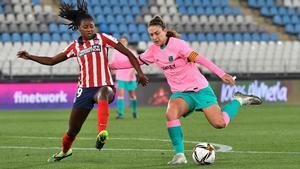 Alexia intenta zafarse de Tounkara este miércoles en Almería.