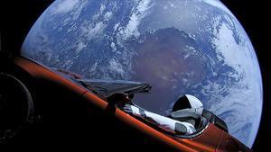 Tesla Roadster puesto en órbita durante el vuelo de prueba del cohete Falcon Heavy