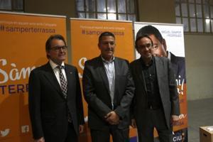 El presidente de la Generalitat, Artur Mas, el candidato de CiU en Terrassa, Miquel Sàmper, y el coordinador general de CDC, Josep Rull
