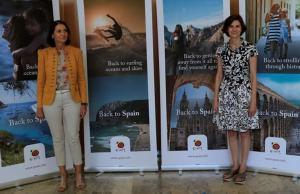 La ministra de Industria y Turismo, Reyes Maroto, y la exsecretaria de Estado de Turismo, Isabel Oliver, durante la presentación de la campaña de promoción de Turismo España.