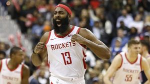 James Harden (Houston Rockets) festeja uno de sus triples ante lo Washington Wizards.